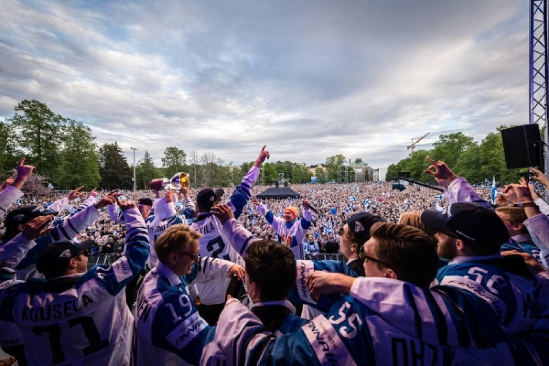 Leijonien torijuhlat jatkuvat keskiviikkona - Tampereen keskustorilla ja Riihimäen Granitin aukiolla juhlat käyntiin klo 18