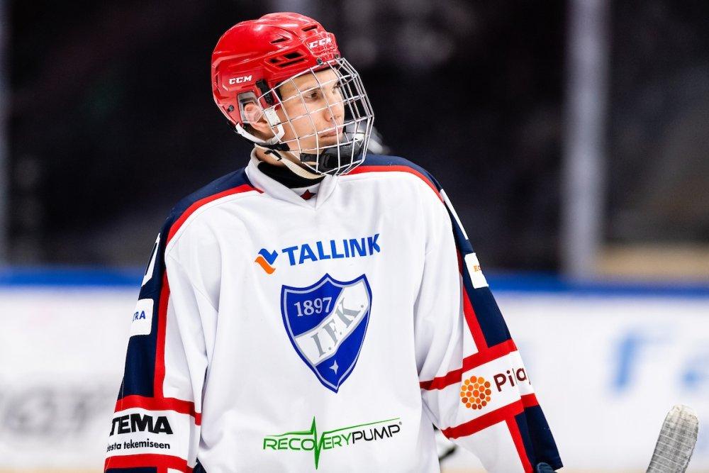 U18 SM: Alangon pitkä maila riistää kiekkoja HIFK:lle