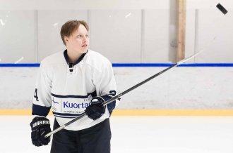 """Naisten Liiga: Team Kuortane taipui Hämeenlinnassa lauantaikierroksella – Hyökkääjä Viivi Vainikka: """"Ruettiin vähän väkisin yrittämään"""""""