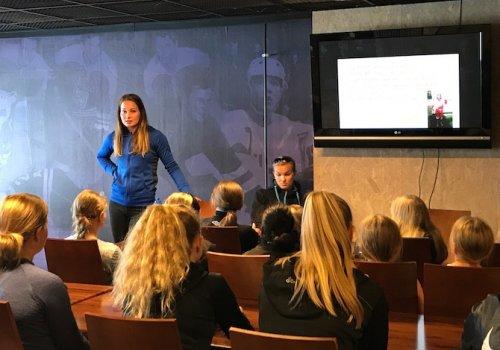Susanna Tapanin jääleirillä nähtiin iloisia ilmeitä ja opittiin uutta