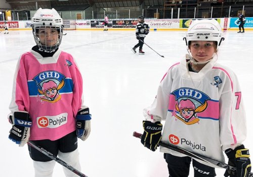 Girls' Hockey Day hymyilytti Turussa -
