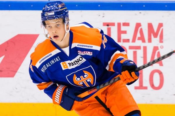 """Tapparan Jere Henriksson osasi odottaa vahvaa kautta U20 SM-sarjassa – """"Kokonaisvaltaisempaa peliä"""""""