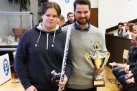 Tuleva U16-maalivahtivalmentaja palkitsi leirin parhaan maalivahdin
