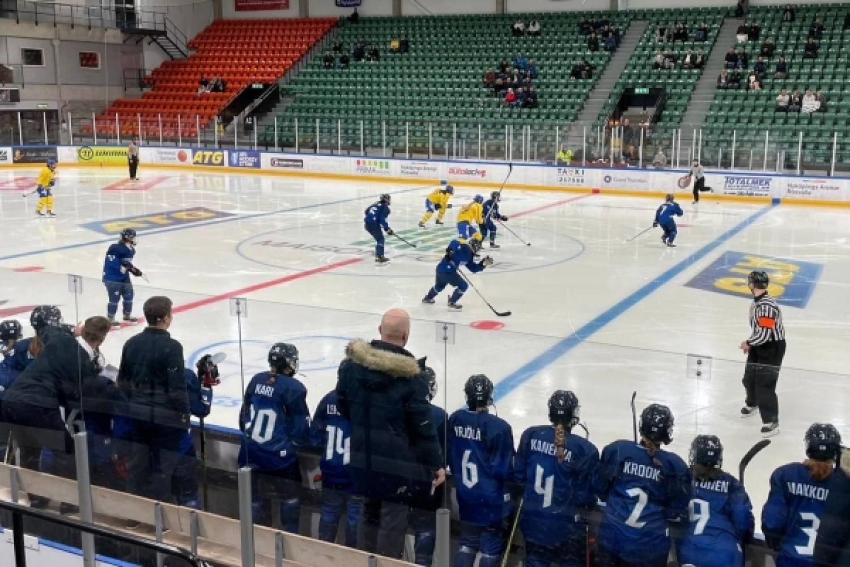 """Näin Tyttöleijonien päävalmentaja Mira Kuisma summasi toisen Ruotsi-ottelun: """"Emme missään vaiheessa päässeet ensimmäisen pelin tasolle"""""""