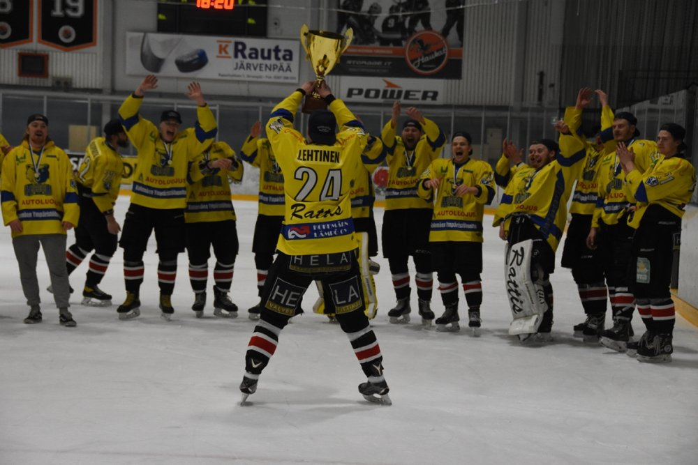 Suomi-sarja alkuun, Karhu HT puolustaa mestaruutta uudessa komennossa: