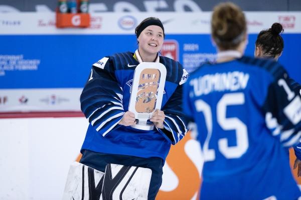 """MM-turnauksen parhaana maalivahtina palkittu Anni Keisala: """"Tulevaisuudessa lähdetään kirkastamaan pronssia"""""""