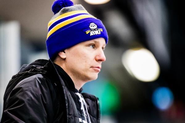 """Naisten Liigassa debytoineen RoKin päävalmentaja Tuomas Liitola kehuu Rovaniemen olosuhteita: """"En koe, että Suomessa on toista näin hyvää kehittymisympäristöä"""""""